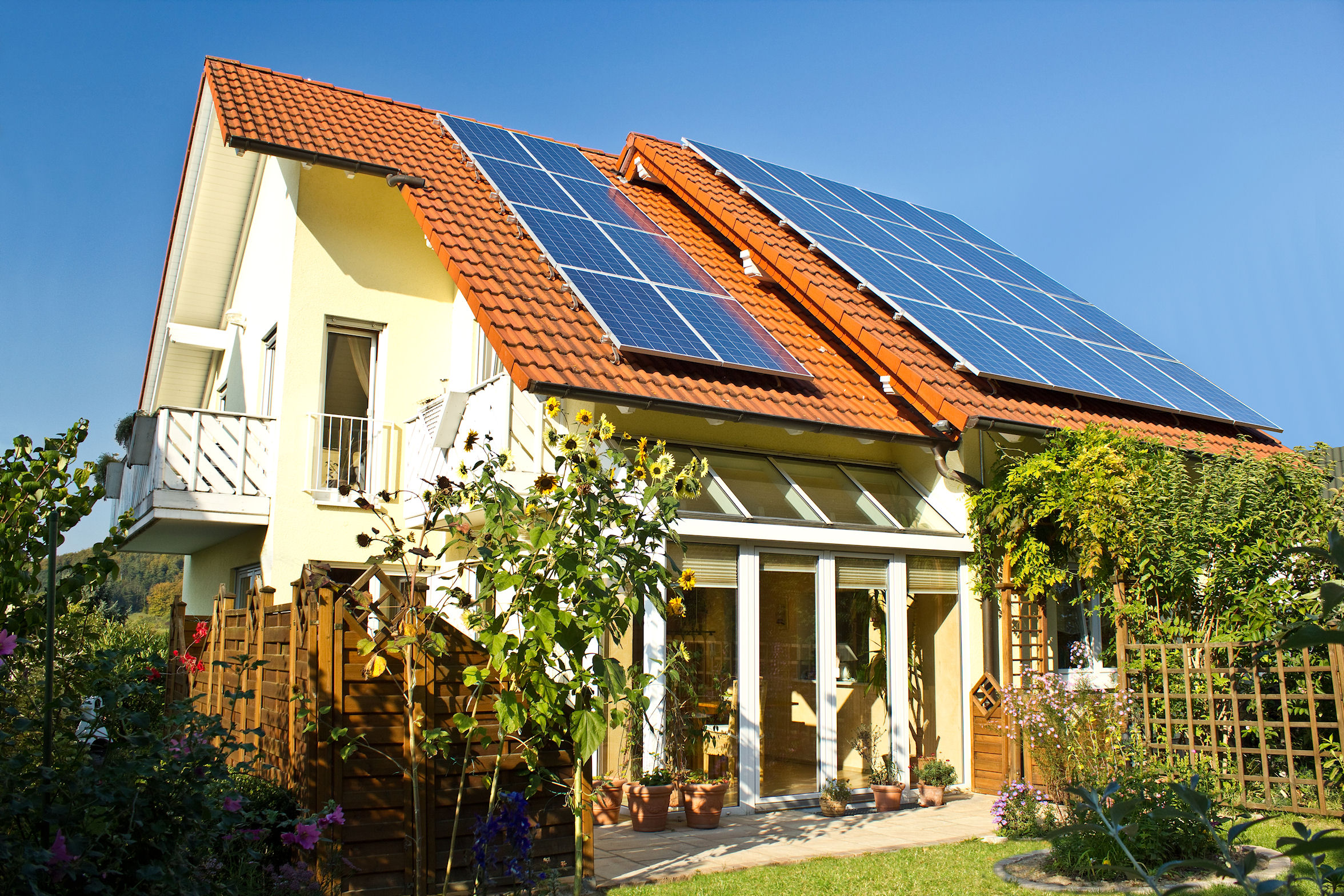 https://ritecuk.files.wordpress.com/2014/02/solar-panel-roof.jpg