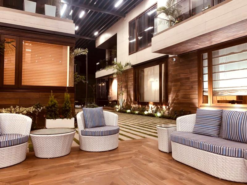 Courtyard 800px